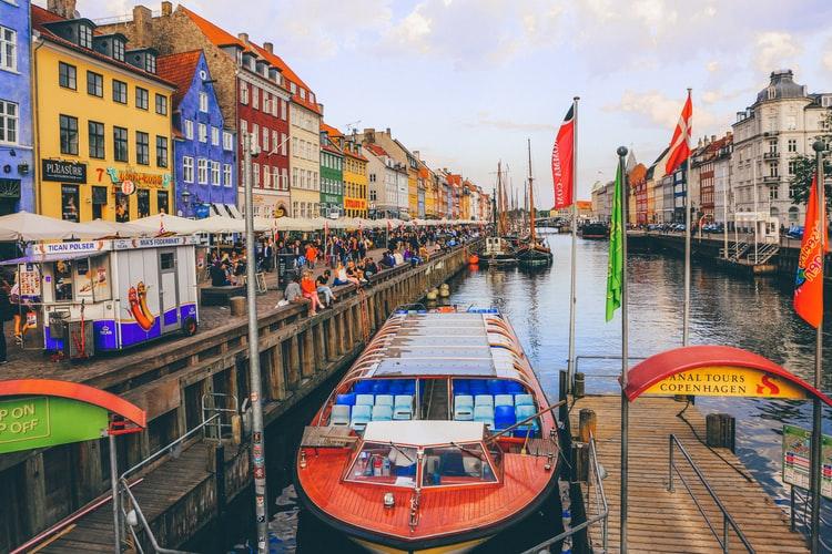 مزایای ویزای کادر درمان دانمارک