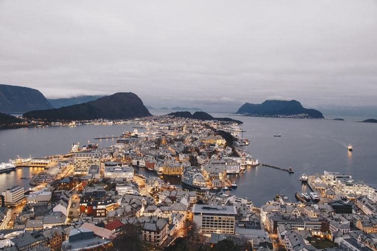 دوره های مختلف خدمات بهداشتی و قوانین بهداشت و درمان نروژ